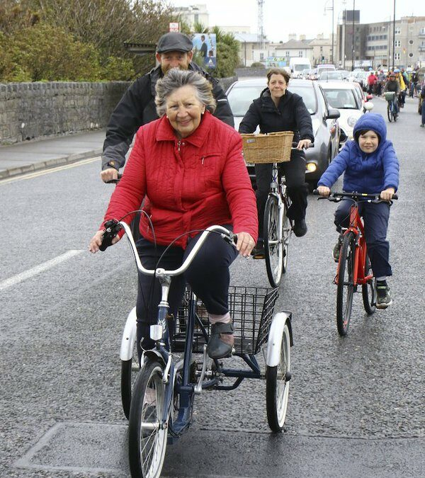 Fiche bliain ag fás: Lots of space to try a Salthill Cycleway